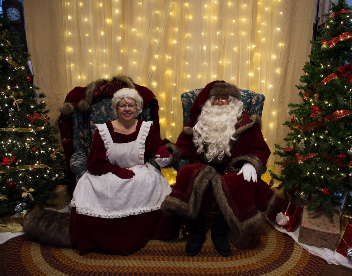 A vintage Santa and Mrs. Claus at the Musée de Saint-Boniface Museum