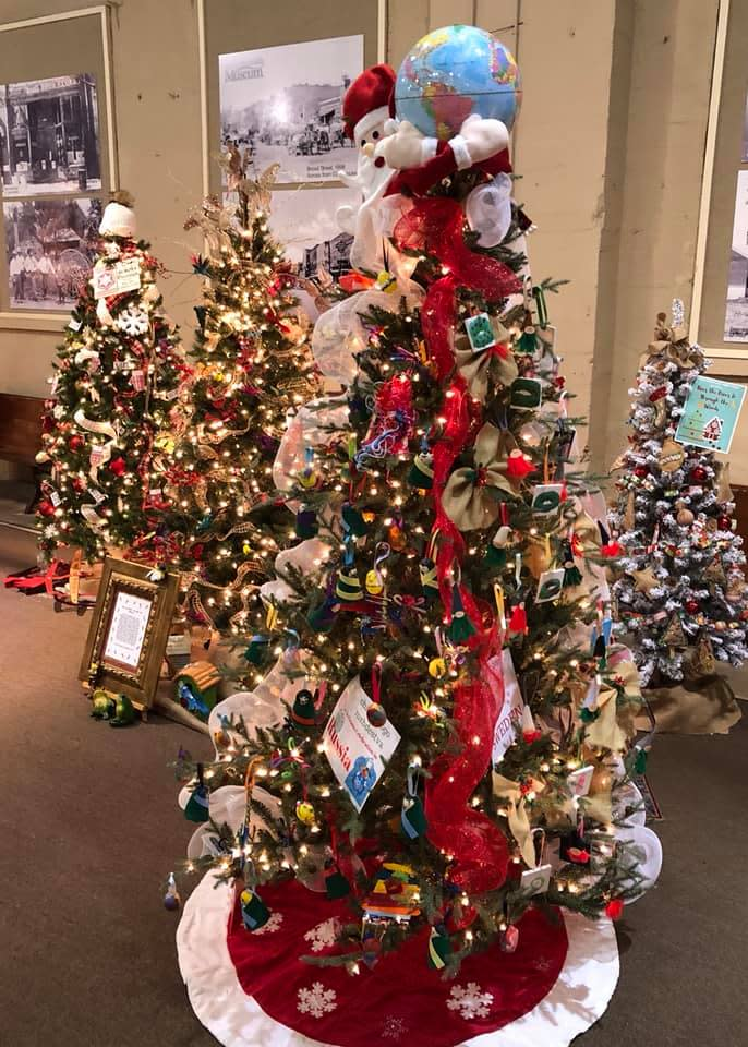 guntersville museum festival of trees