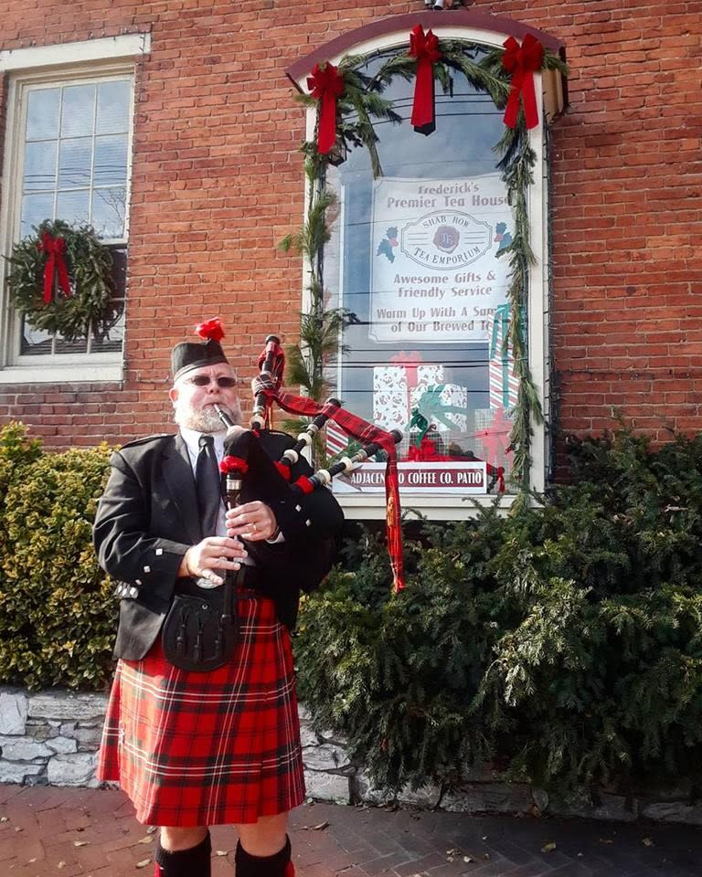 Downtown Holiday Bagpipes