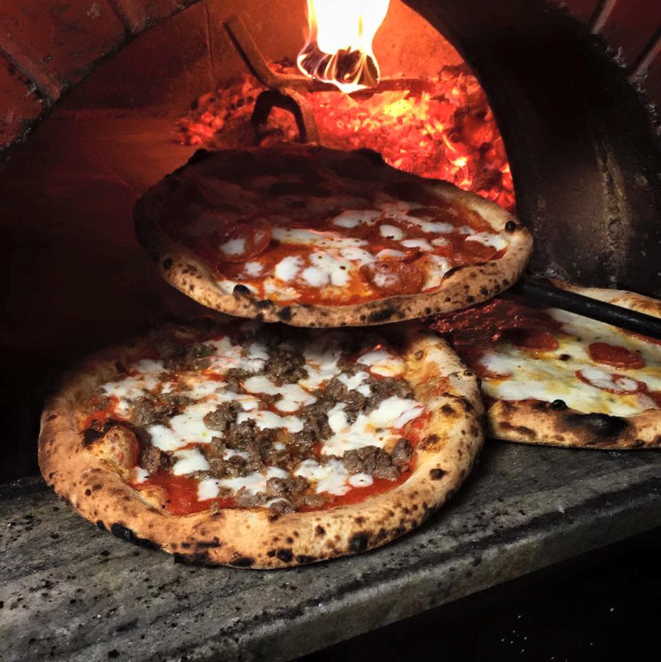 Cibo Urban Pizzeria's in Phoenix is perfect for intimate tête-à-têtes. Artisanal pizzas are topped with house-made mozzarella and other ingredients.