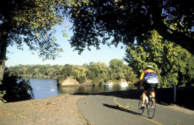 Sacramento Biking on the American River Parkway
