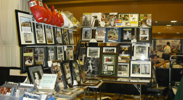 Score hard-to-find autographs and memorabilia at the Valley Forge Casino Resort this weekend.