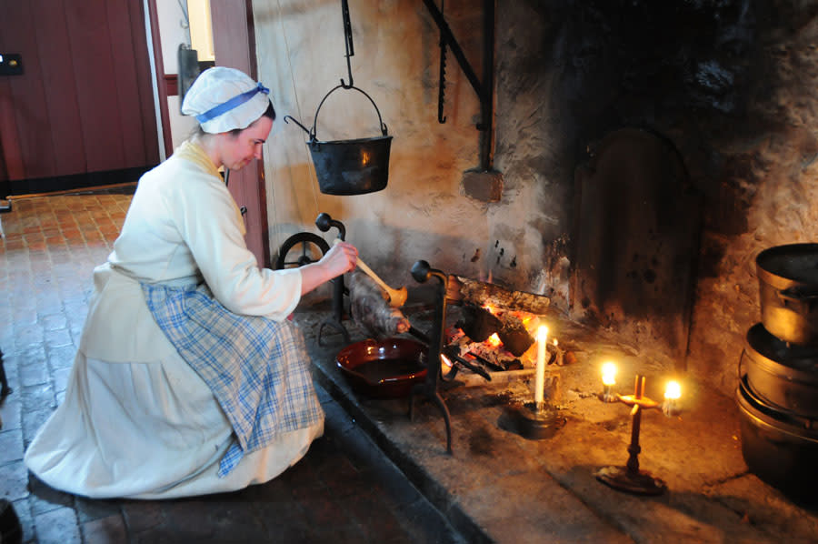 Re-enactors will demonstrate historic cooking techniques November 14 at Pottsgrove Manor