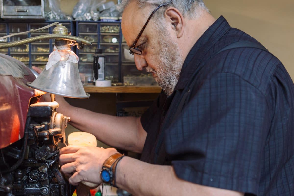 Bootmaker David Espinoza at work