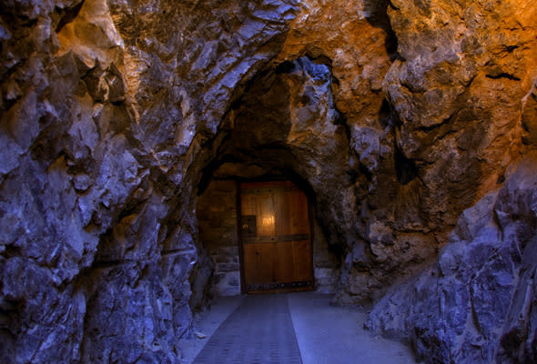Utah Valley Fall Bucket List Activities - Cave