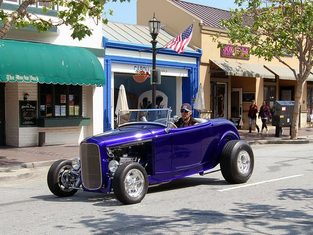 32 Ford cruising by The Mucky Duck