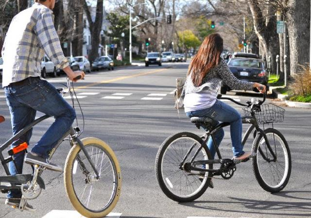 Sacramento Cycle Chic -- sport & recreation meets style, caught on camera