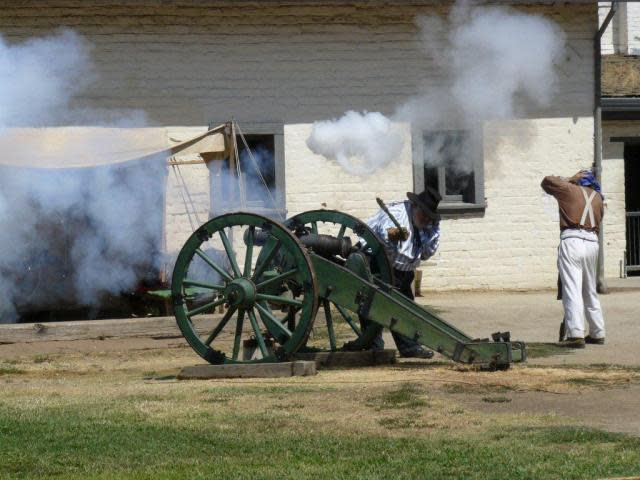 Cannon fire at Sutter's Fort