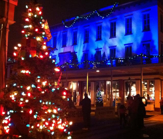 Old Sacramento Tree Lighting - photo by Sonya