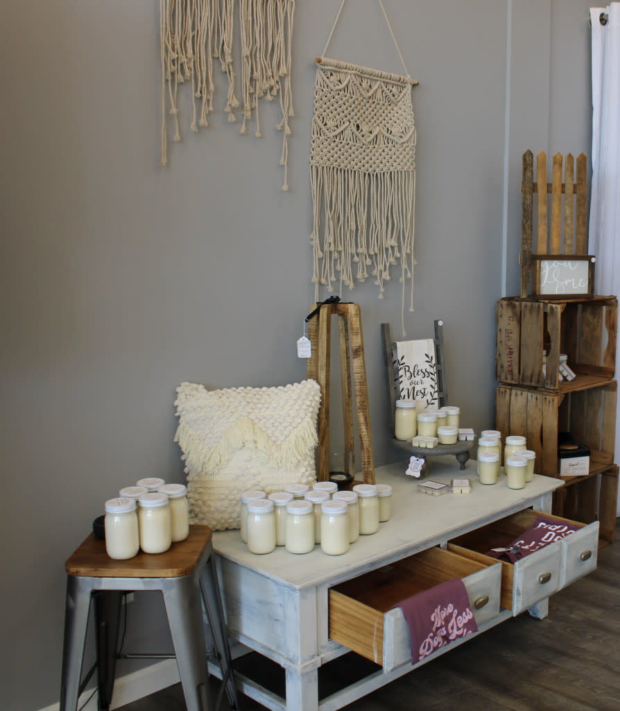Candles, Signs and wall hangings