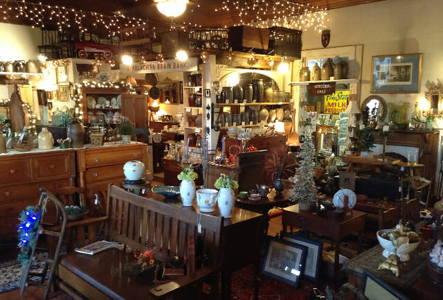 Harris Hall of Antiques - Troutville