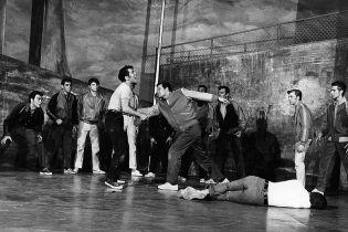 800px-The_Rumble_from_West_Side_Story_1957