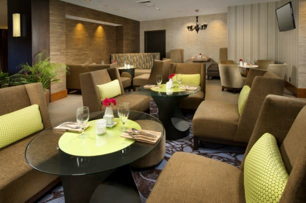 Crowne Plaza Seattle Airport Hotel dining and lounge area