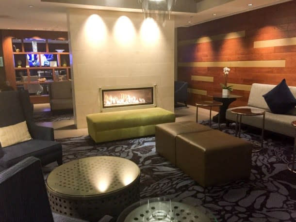 Crowne Plaza Seattle Airport Hotel lobby area