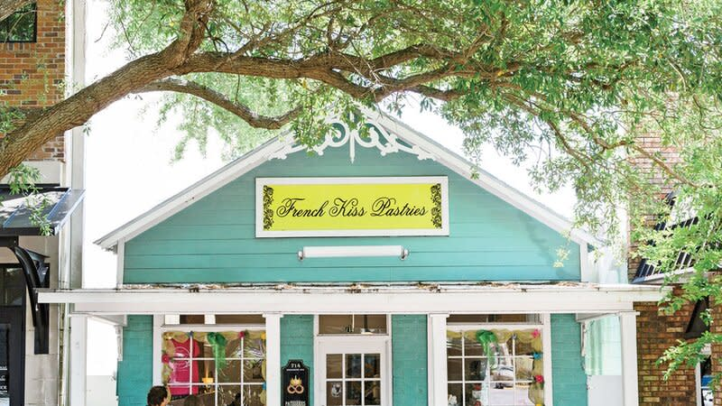 Lined with live oaks, Washington Avenue hums with busy shops and restaurants. Realizations is devoted to the work of local artist Walter Anderson and his family, and The Pink Rooster carries some of the best locally made jewelry. Grab a sweet energy boost