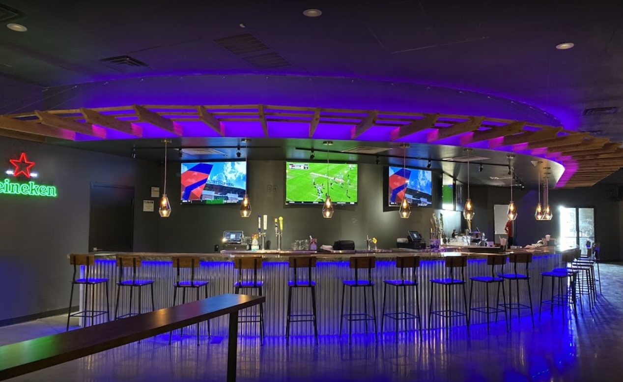 The Bar Of Hangout Restaurant & Sports Club In Irving, TX