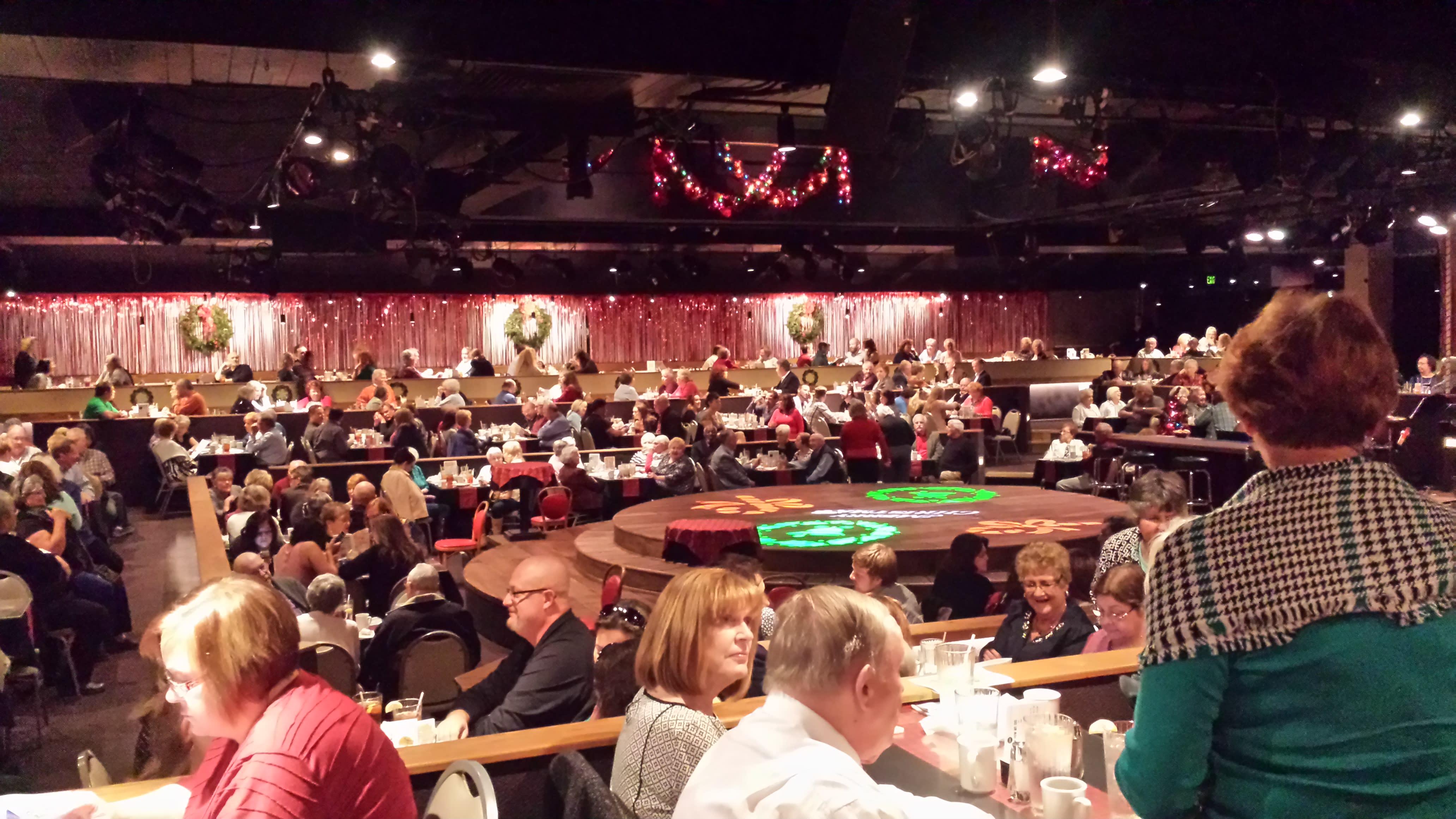 derby-dinner-inside-christmastime