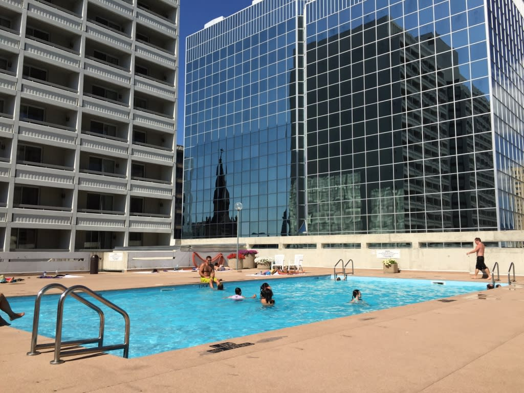 Delta Hotel Winnipeg rooftop pool