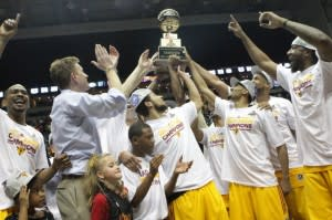 The Fort Wayne Mad Ants celebrate their championship in 2014. Photo by Ron Hoskins, NBAE