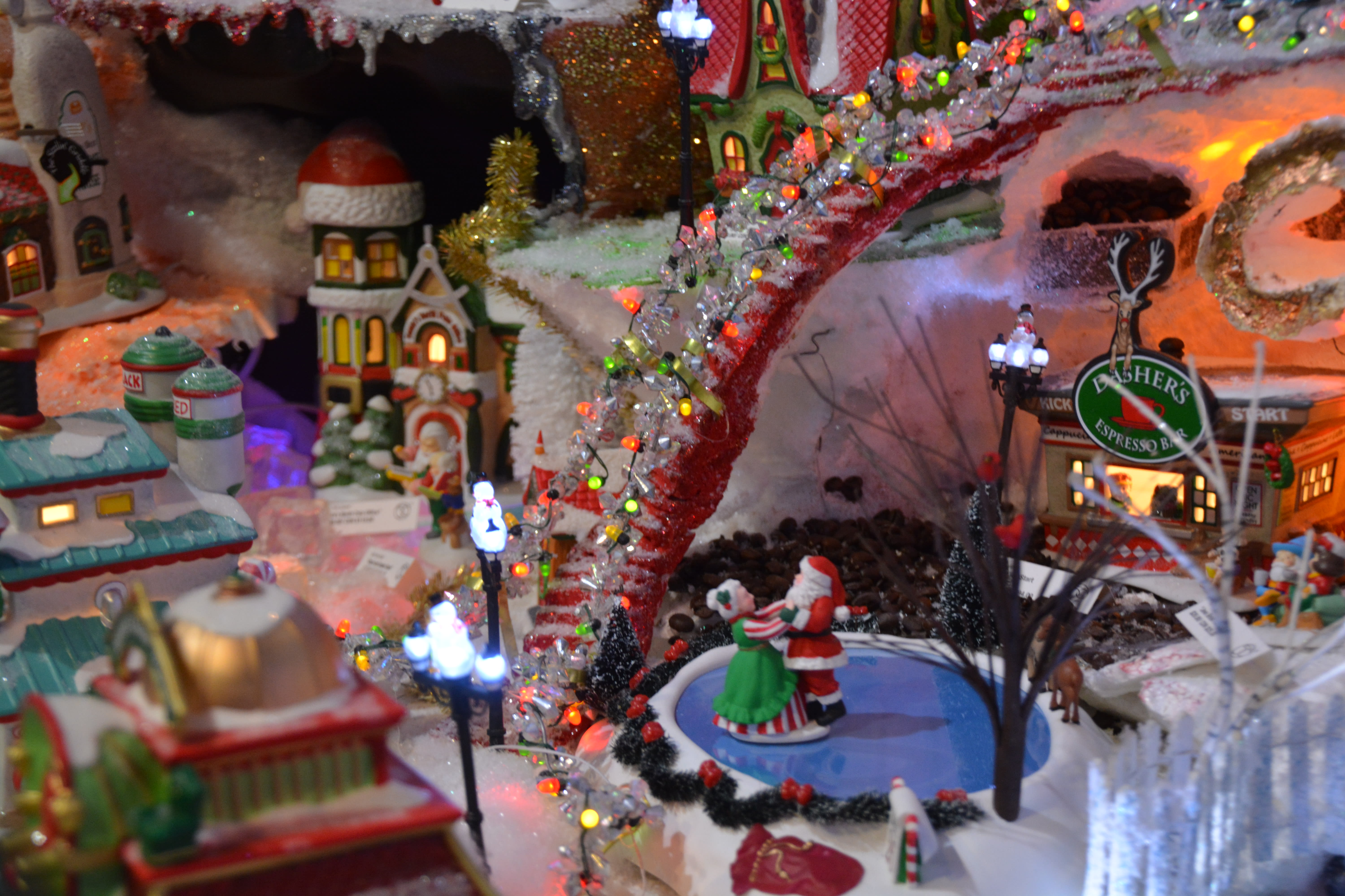 Find Your Own Piece of Christmas in Grapevine