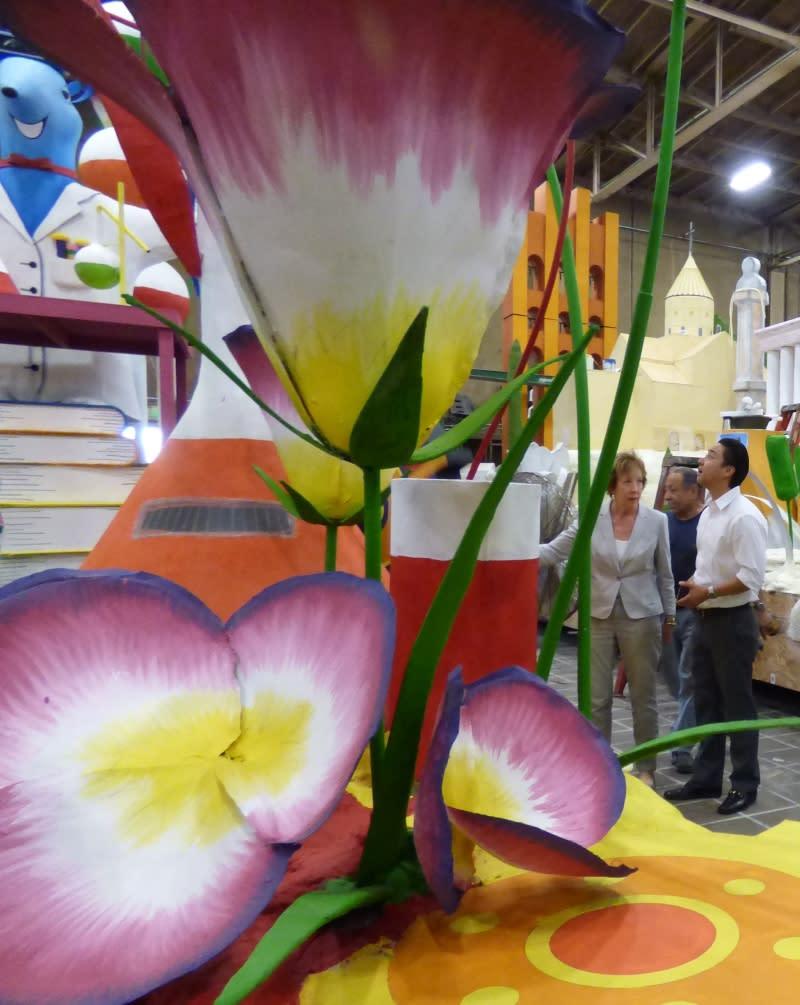 Dan Han looking at height of DI float