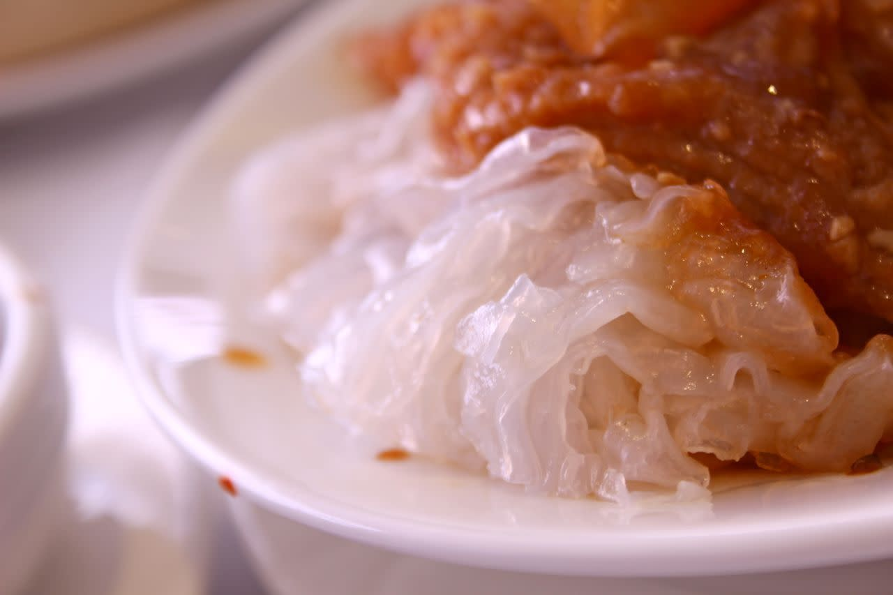 steamed rice noodles with tendon strips