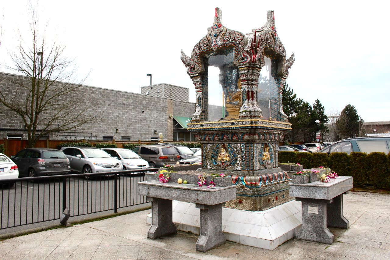 Buddhist shrine at Parker Place Mall