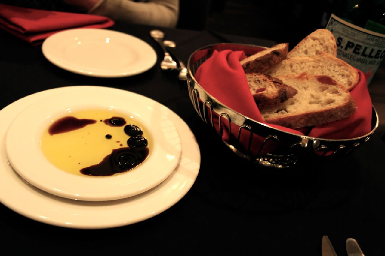 bread with olive oil and balsamic vinegar