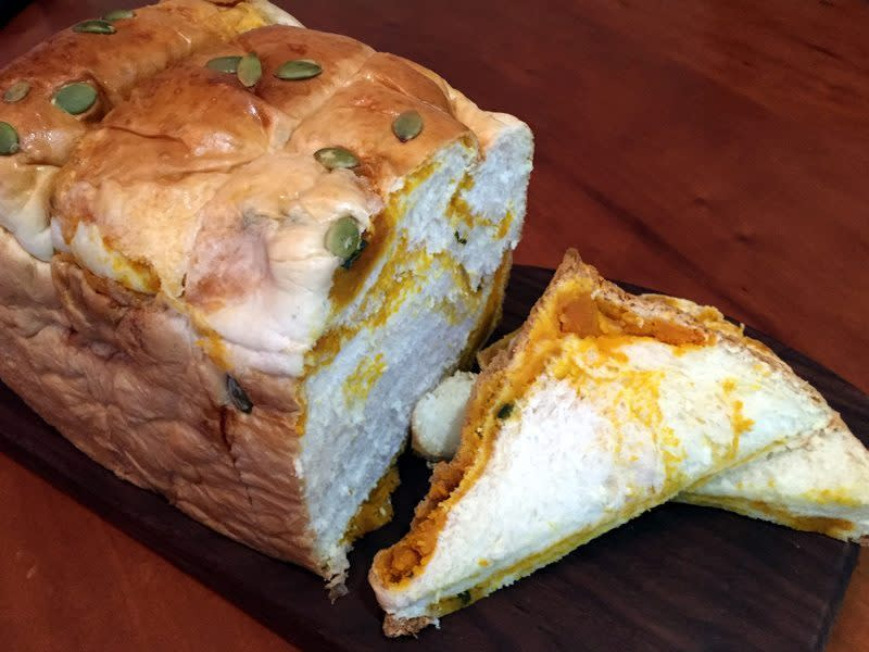 Pumpkin-loaf-slices-IMG_5990