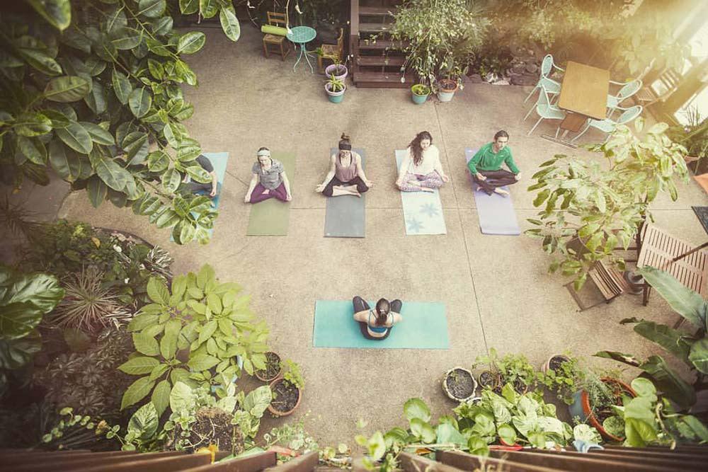 Solarium International Hostel yoga