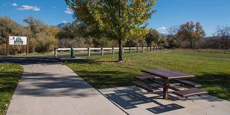 Shields Lane trailhead has a small park and a few picnic tables