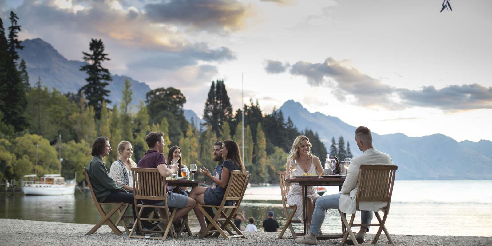 Al Fresco Dining on Queenstown Beach. The Bathhouse Cafe Bar and Restaurant.