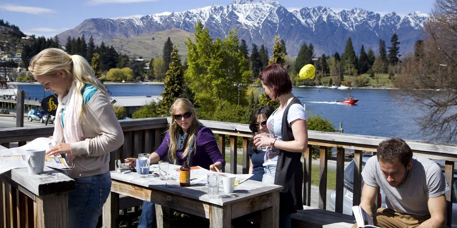 Bumbles Backpackers Queenstown - lakeside accommodation