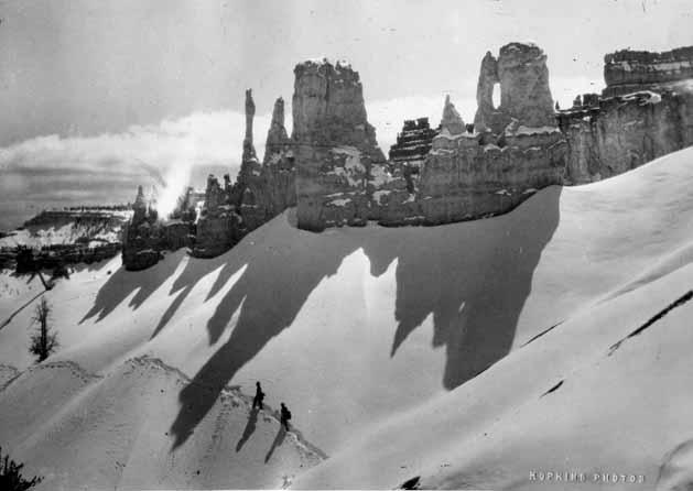 photo-5-hikers-following-snow-trail-at-bryce-canyon
