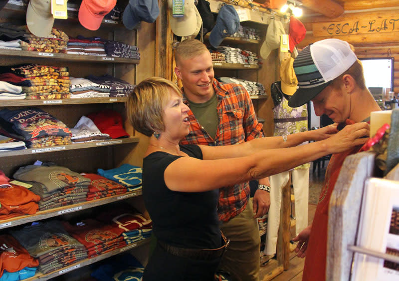 Taking a look at a collectible T-Shirt, one of the requisites of any good trip to Bryce Canyon Country.