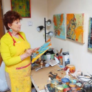 Painter Jayne Levant plies her brushes with ease. (Photo Credit: Santa Fe Studio Tour)