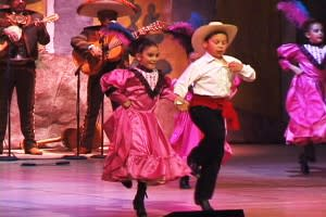 Performers come in all sizes at the Lensic. (Photo Credit: The Lensic Center for the Performing Arts)