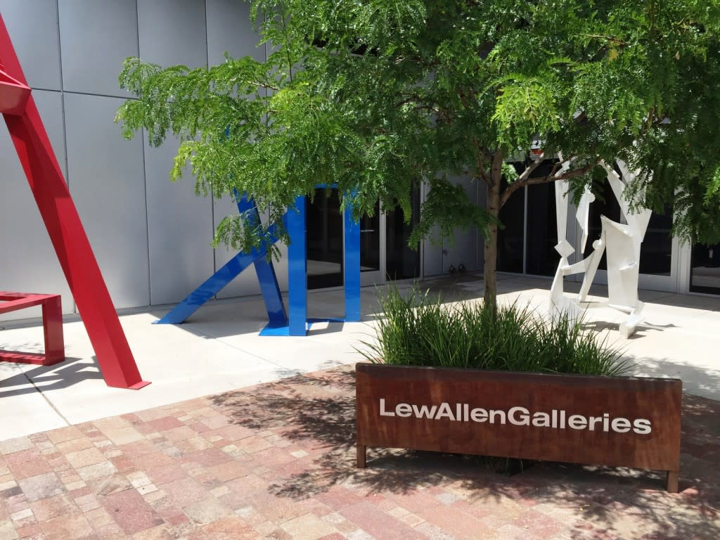 With nearly 14,000 square feet of space, the LewAllen Galleries Railyard location is the largest and most modern facility in the Railyard.