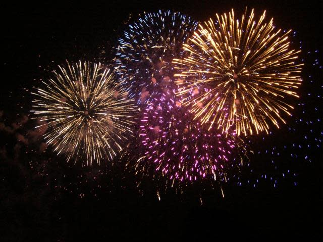 739_fireworks_images_w640