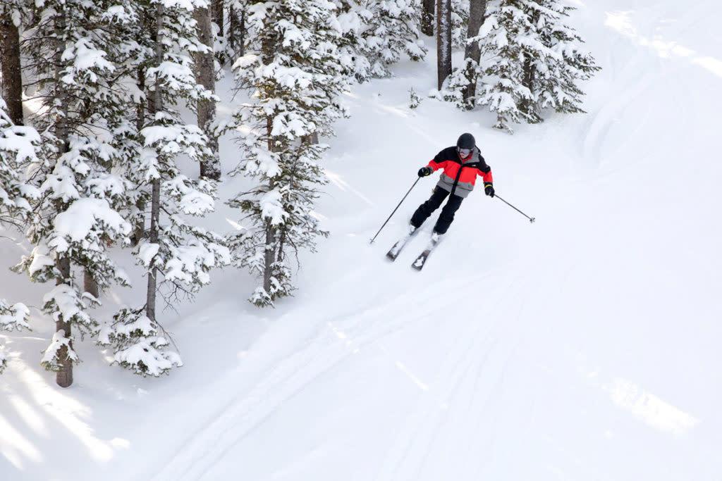 skiing-at-snowy-range-ski-area