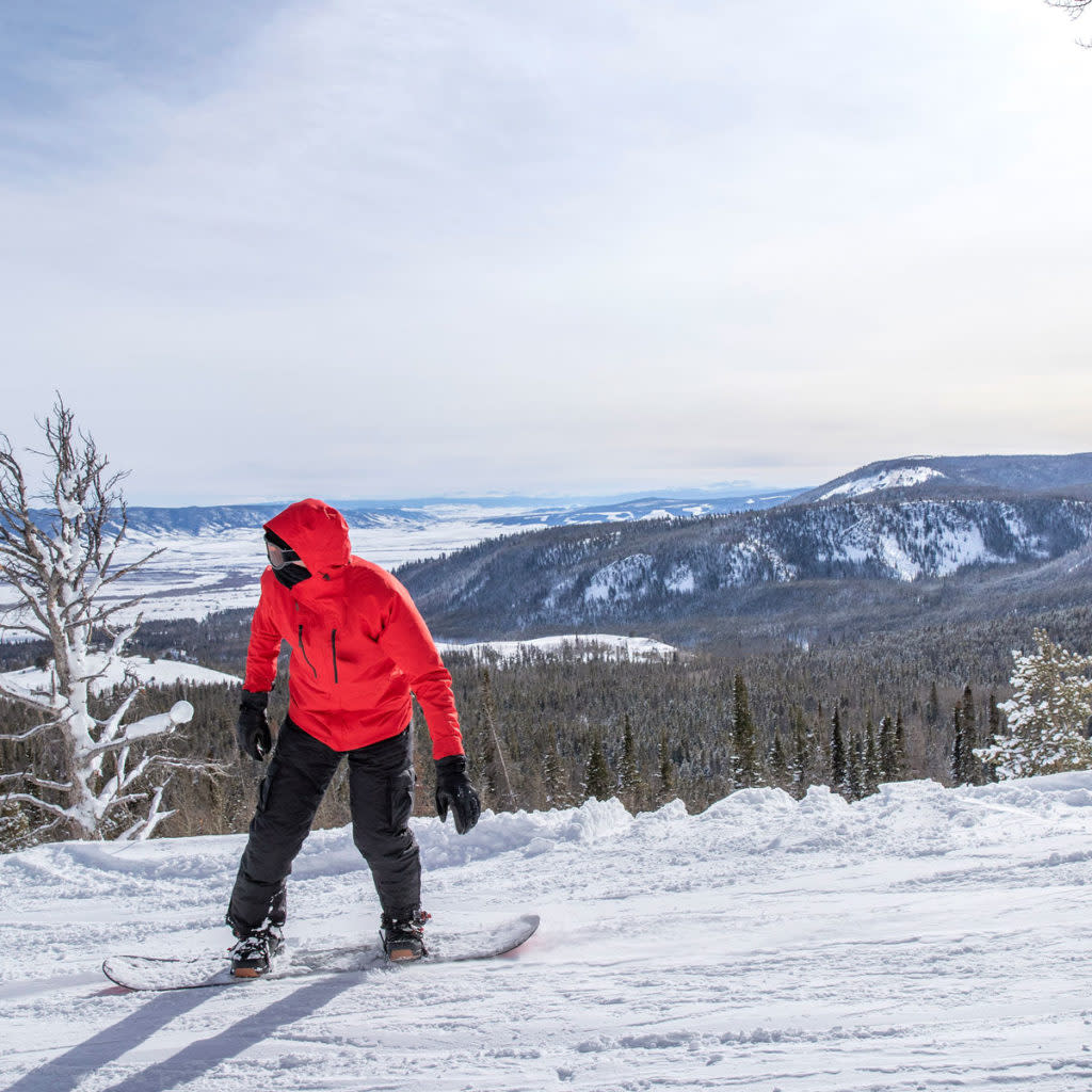snowboarder-at-snowy-range-ski-area