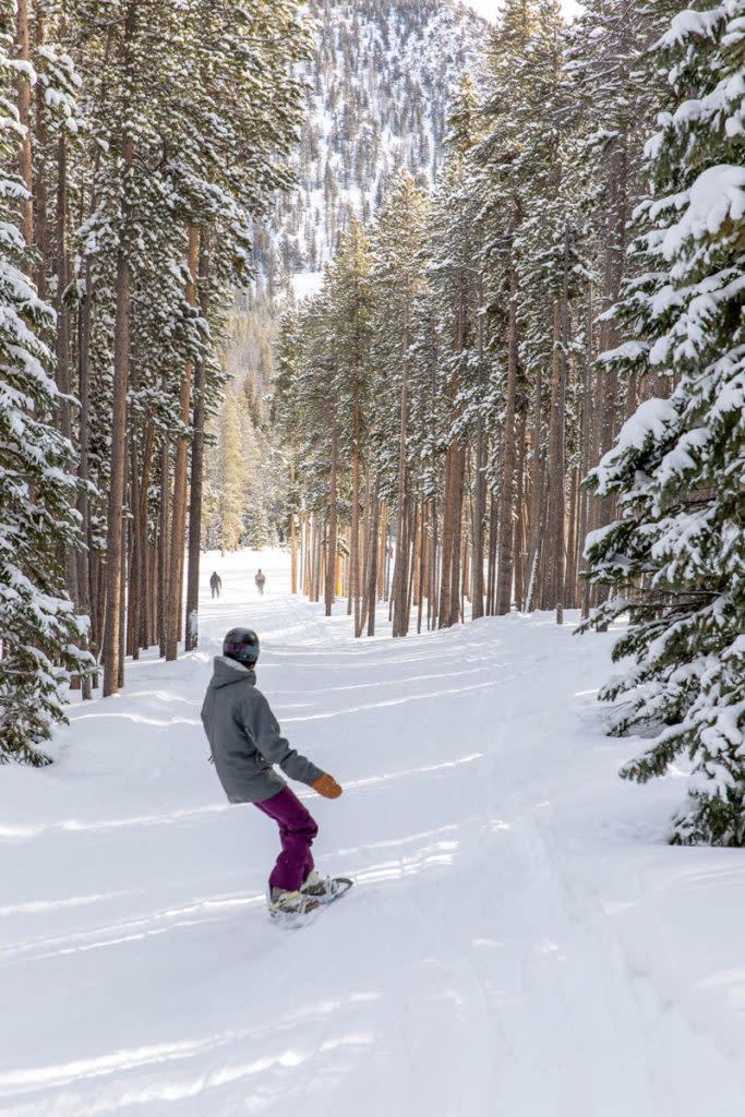 snowboarding-at-snowy-range-ski-area
