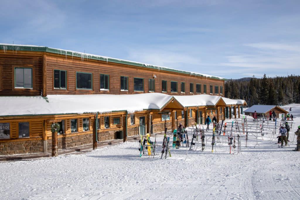 snowy range lodge