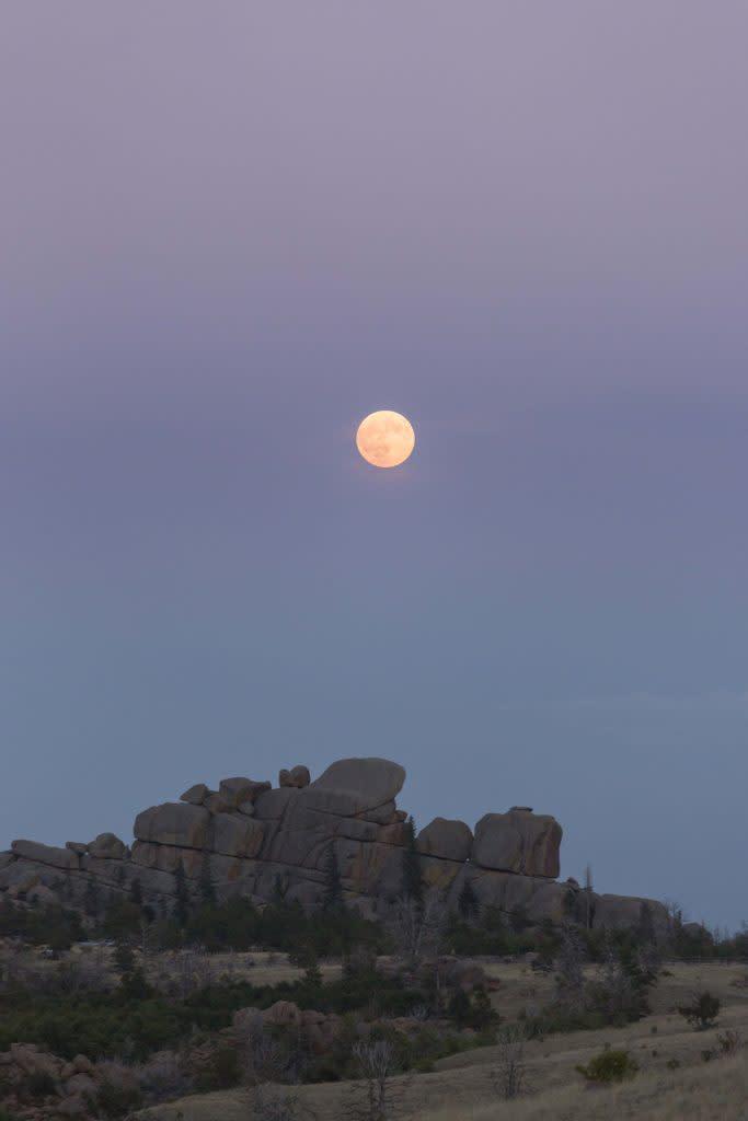 Vedauwoo moon sunset photo in Wyoming