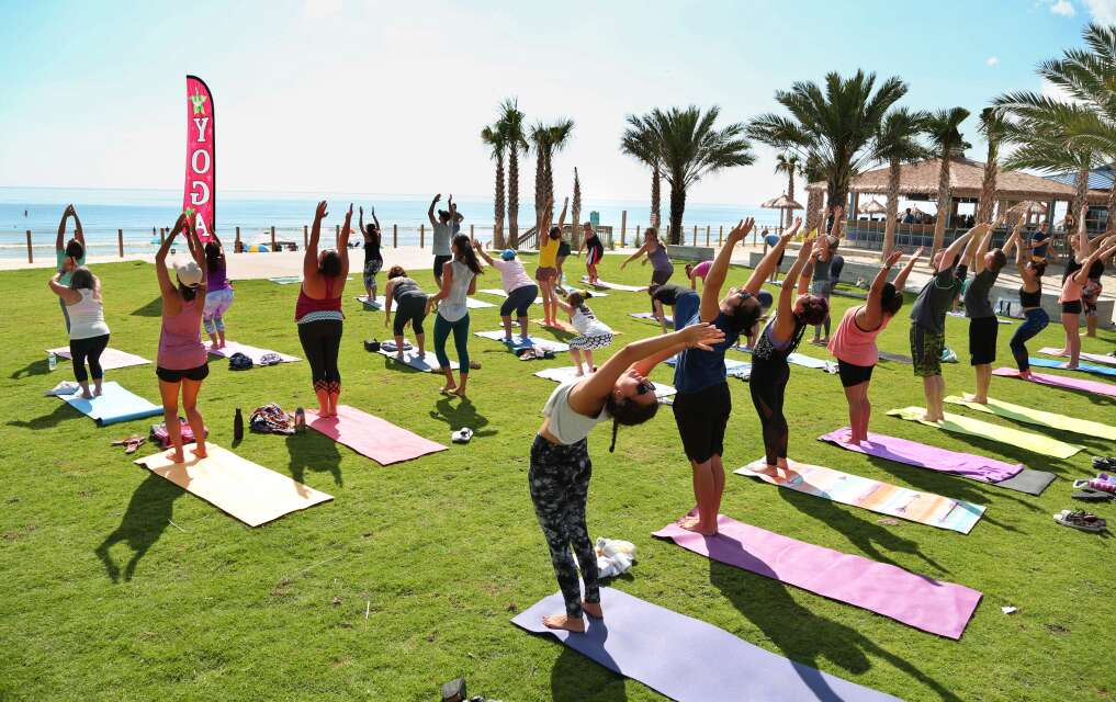 Yoga frente al mar