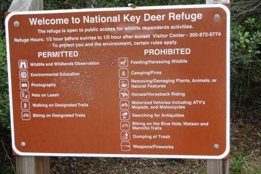 welcome sign of the national key deer refuge