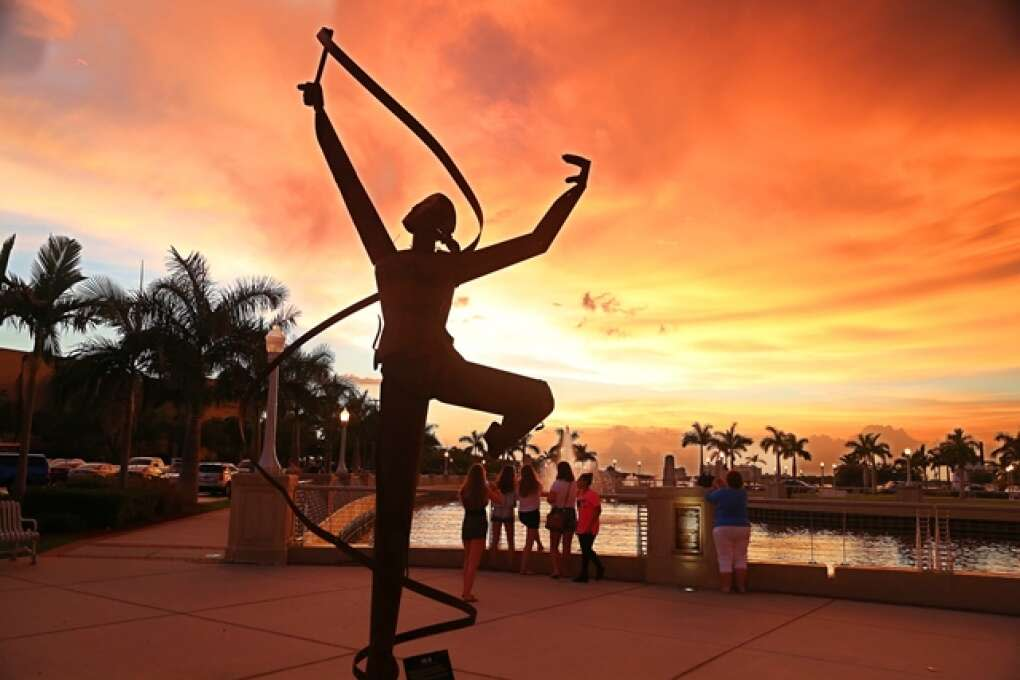watch the sunset at the river basin plaza or Sky Bar in Fort Myers