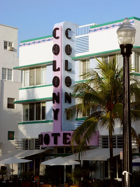 The big sign of the The Art-Deco Colony Hotel in Miami by the front entrance