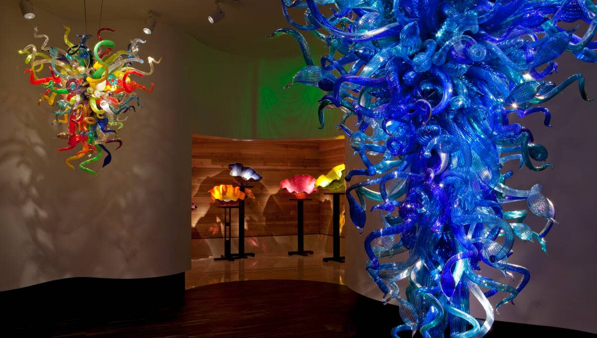 After brunch at the Vinoy, walk off the calories in St. Petersburg's downtown shopping area, where you'll find the gallery space of world-renowned glass artist Dale Chihuly.