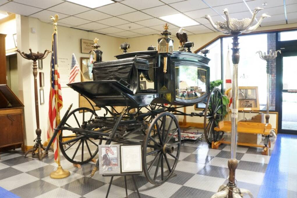 The Tallahassee Automobile and Collectibles Museum features a collection of more than 140 antique and classic cars on display. From the 1860 horse-drawn funeral hearse reported to have carried Abraham Lincoln, to three Batmobiles, this museum is a car lover's dream.